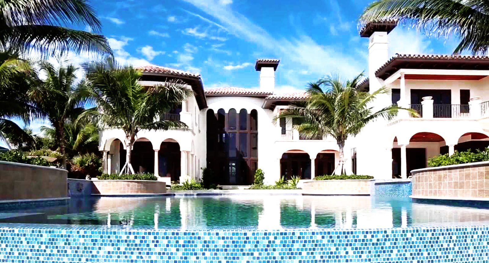 House with pool - Parker Realty Group